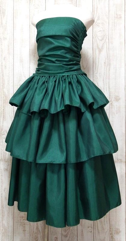 スリーフレア・シャンタンドレス